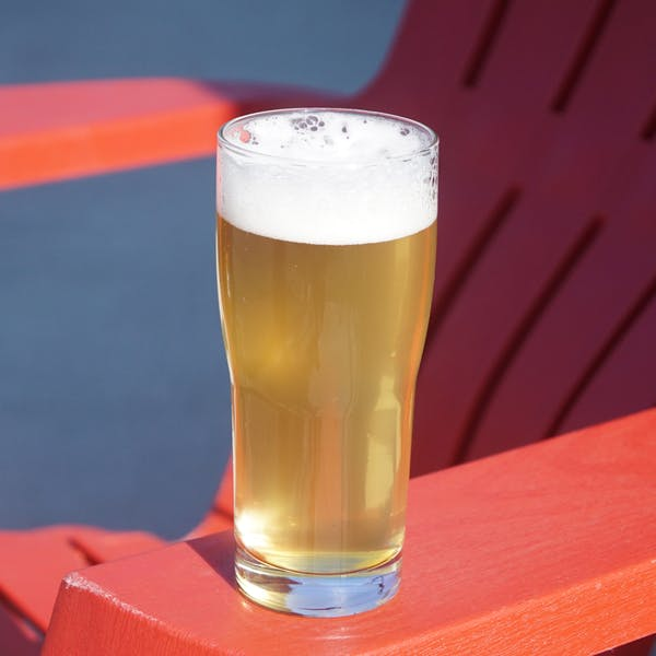 Lager-on-lawn-chair