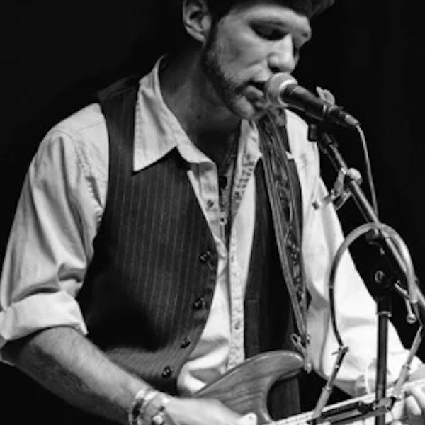 Noah Gabriel – Live on the Patio