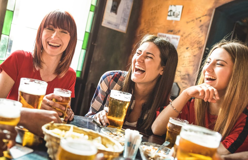 women-drinking-beer-laughing-web