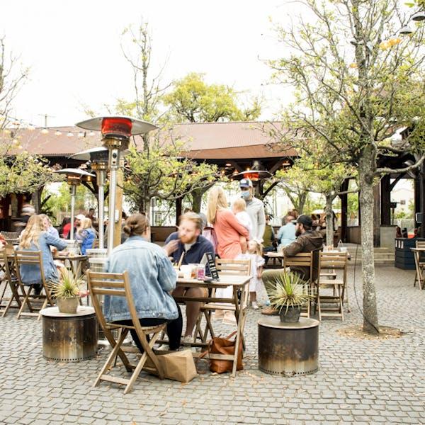 Restaurant Edmunds_Ex_1_-5049