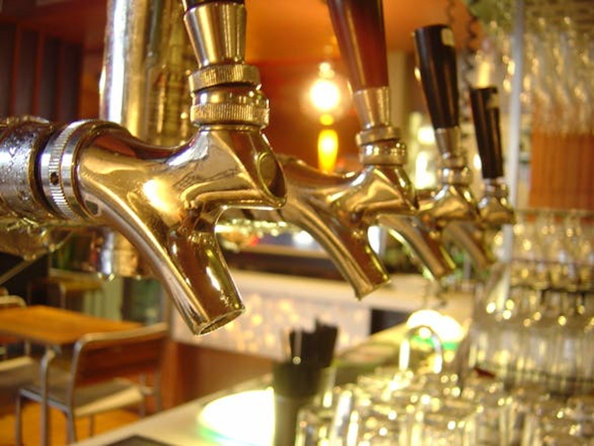 beer-taps-1324150